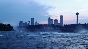 Horizon de chutes du Niagara au cours des automnes américains banque de vidéos