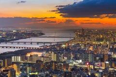 Horizon de coucher du soleil au-dessus de vue aérienne du centre d'affaires centrales de ville d'Umeda Image libre de droits
