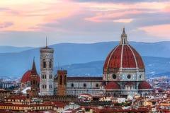 Horizon de coucher du soleil de Florence, Italie Cathédrale de St Mary des fleurs Photographie stock libre de droits