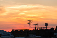 Horizon de coucher du soleil de Londres dans les banlieues Photo stock