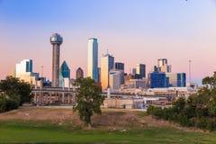 Horizon de Dallas City au crépuscule image stock