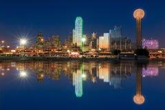Horizon de Dallas City au crépuscule Images libres de droits