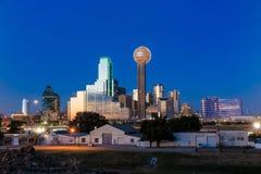 Horizon de Dallas City au crépuscule Photo stock