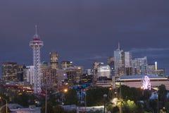 Horizon de Denver, le Colorado Etats-Unis au crépuscule Photographie stock libre de droits