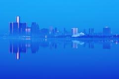 Horizon de Detroit, Michigan la nuit Photographie stock libre de droits