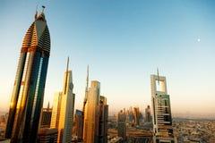 Horizon de Dubaï au lever de soleil Image libre de droits