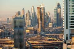 Horizon de Dubaï au lever de soleil Image stock