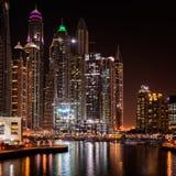 Horizon de Dubaï dans les lumières 2 photographie stock libre de droits
