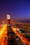 Horizon de Dubaï la nuit Image libre de droits