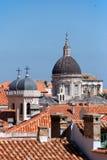 Horizon de Dubrovnik avec le dôme d'église Photographie stock libre de droits