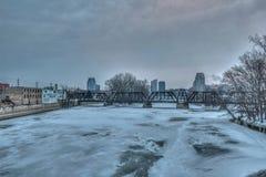 Horizon de Grand Rapids Michigan pendant l'hiver photos libres de droits