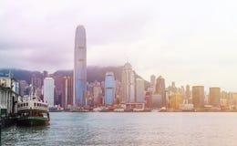 Horizon de Hong Kong avec des bateaux Photo stock