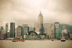 Horizon de Hong Kong avec des bateaux Photographie stock