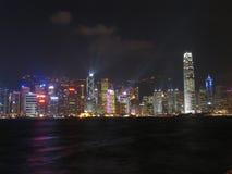 Horizon de Hong Kong la nuit Photographie stock libre de droits