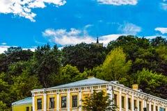 Horizon de Kiev avec vue sur l'église de St Mark image stock