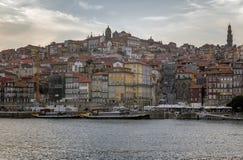 Horizon de l'autre côté de la rivière de Douro, Porto Image stock