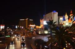 Horizon de Las Vegas par nuit Photographie stock libre de droits