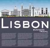 Horizon de Lisbonne avec Gray Buildings, le ciel bleu et l'espace de copie Images stock