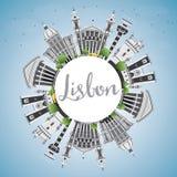 Horizon de Lisbonne avec Gray Buildings, le ciel bleu et l'espace de copie Image libre de droits