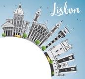 Horizon de Lisbonne avec Gray Buildings, le ciel bleu et l'espace de copie Photos stock
