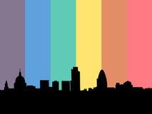 Horizon de Londres avec l'indicateur d'arc-en-ciel Photographie stock