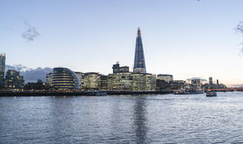 Horizon de Londres avec le bâtiment de ville hôtel et de tesson - Londres Angleterre R-U photo stock