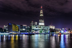 Horizon de Londres par nuit Photographie stock