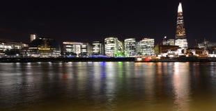 Horizon de Londres par nuit photo libre de droits