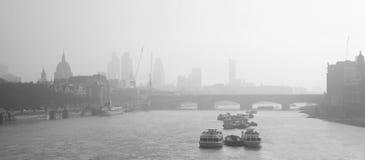 Horizon de Londres vu de la passerelle de Waterloo Image stock