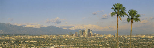 Horizon de Los Angeles avec Mt. Baldy Photo stock
