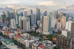 Horizon de Makati au coucher du soleil Makati est une ville aux Philippines Images libres de droits