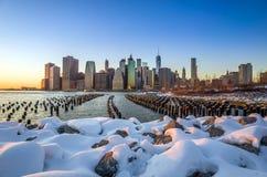 Horizon de Manhattan avec l'un World Trade Center construisant à la TW Photographie stock libre de droits