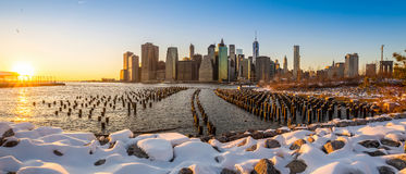 Horizon de Manhattan avec l'une construction de World Trade Center. Photographie stock libre de droits