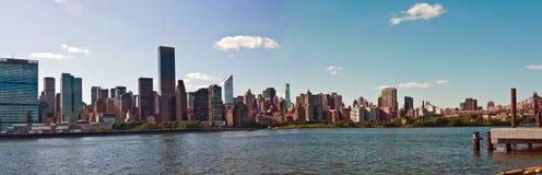 Horizon de Manhattan de Midtown Photographie stock libre de droits