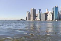 Horizon de Manhattan et statue de liberté Photos stock