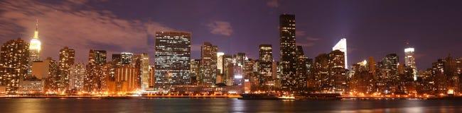 Horizon de Manhattan la nuit Images stock