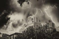 Horizon de Manhattan pendant une tempête, New York Photos libres de droits