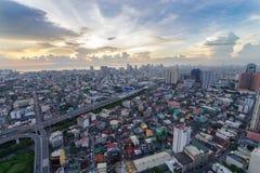 Horizon de Manille de métro au coucher du soleil Photo stock
