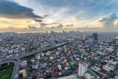 Horizon de Manille de métro au coucher du soleil Image stock