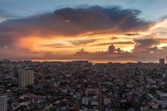Horizon de Manille de métro au coucher du soleil Image libre de droits