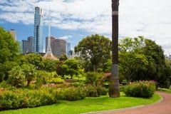 Horizon de Melbourne par la Reine Victoria Gardens Image libre de droits