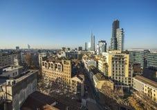 Horizon de Milan avec les gratte-ciel modernes au district des affaires de Porto Nuovo, Italie photographie stock