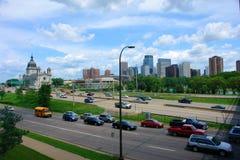 Horizon de Minneapolis exprès photographie stock libre de droits