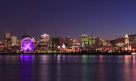 Horizon de Montréal et saint Lawrence River au crépuscule image stock