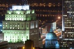 Horizon de Montréal la nuit Photographie stock libre de droits