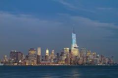 Horizon de New York City au crépuscule Image libre de droits