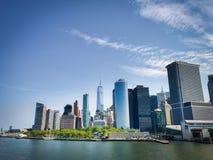 Horizon de New York City du ferry photo libre de droits