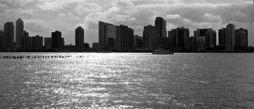 Horizon de New York City en noir et blanc Photographie stock libre de droits
