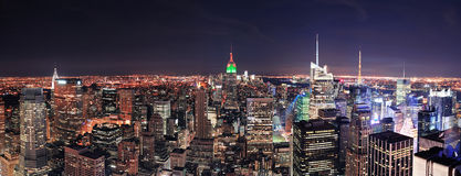 Horizon de New York City Manhattan la nuit Photos libres de droits