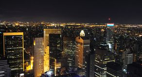 Horizon de New York de nuit Photographie stock